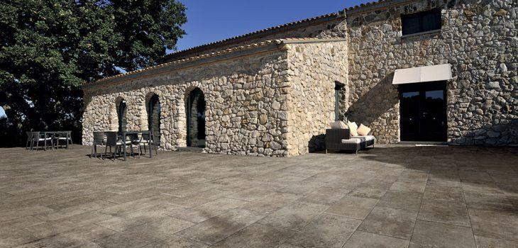 Pavimenti-per-outdoor-effetto-pietra_Ceramiche-Coem_Loire_Moka8