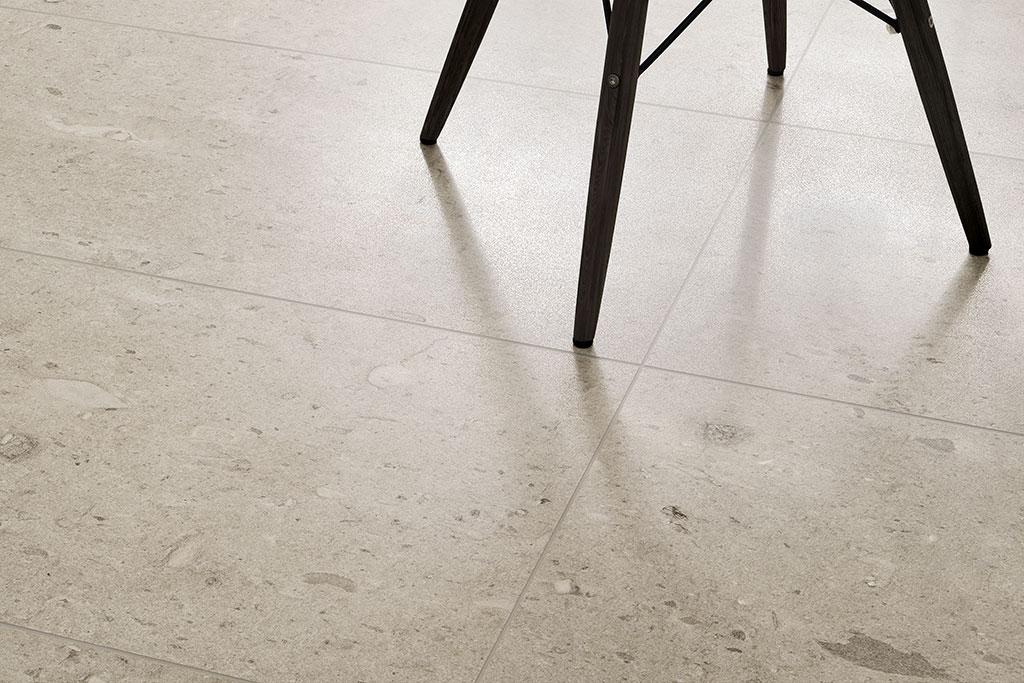 Gres-effetto-pietra_Ceramiche-Coem_Moon_Stone_Beige-45x90-Lucidato-Rettificato