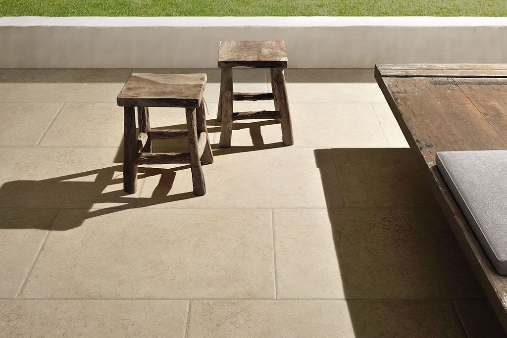 pavimenti-per-esterni_Ceramiche-Coem_Goldenstone_Ivory-604x906-1